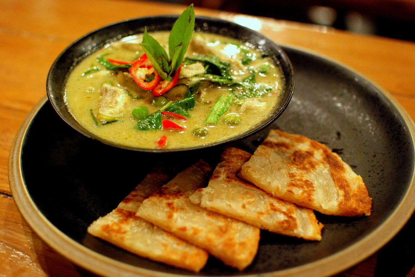 Thai-green-chicken-curry-and-roti-5